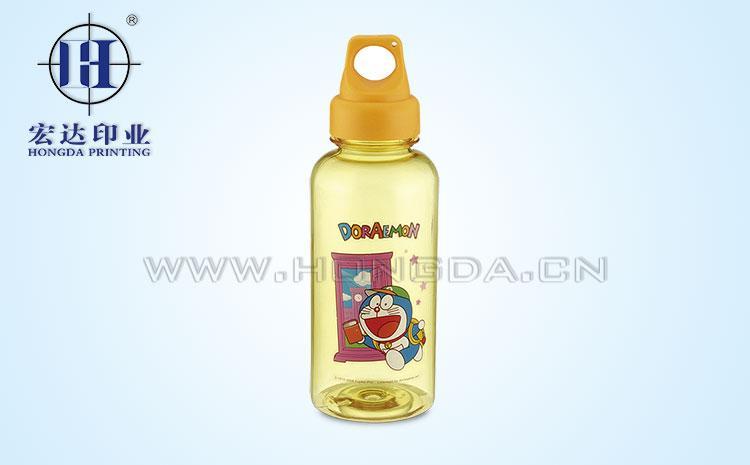 哆啦A梦图案奶瓶热转印花膜效果图